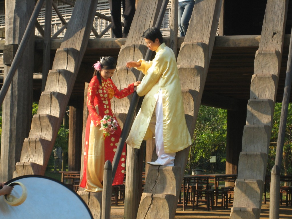 Wedding couple posing at Museum of Ethnography