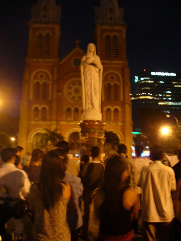 Xians outside Notre Dame