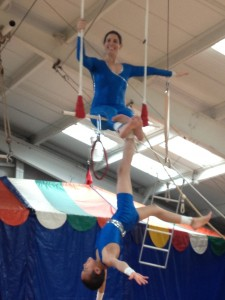 Toehang from double trapeze